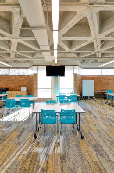 A classroom with invigorating colors and finishes